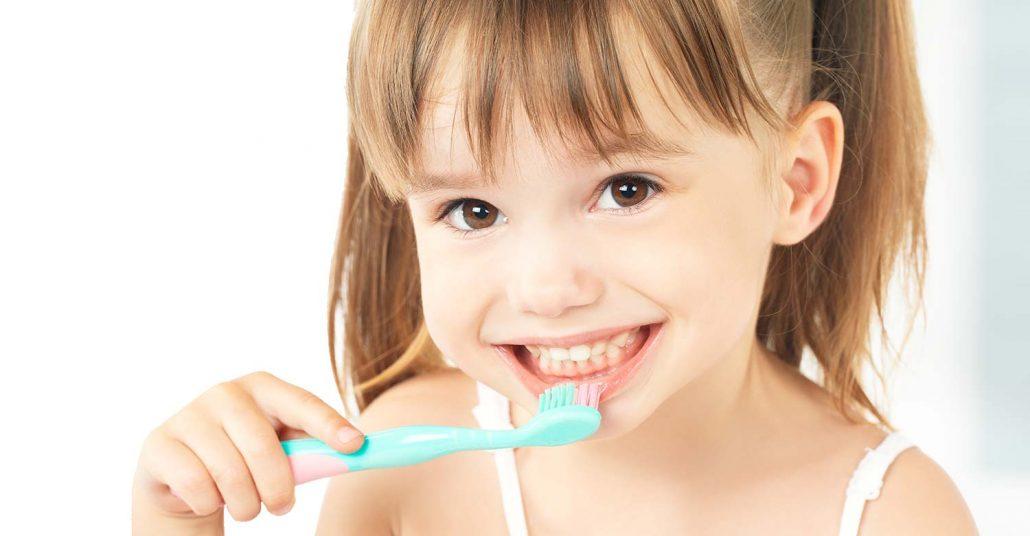 wann bekommen babys ihren ersten zahn